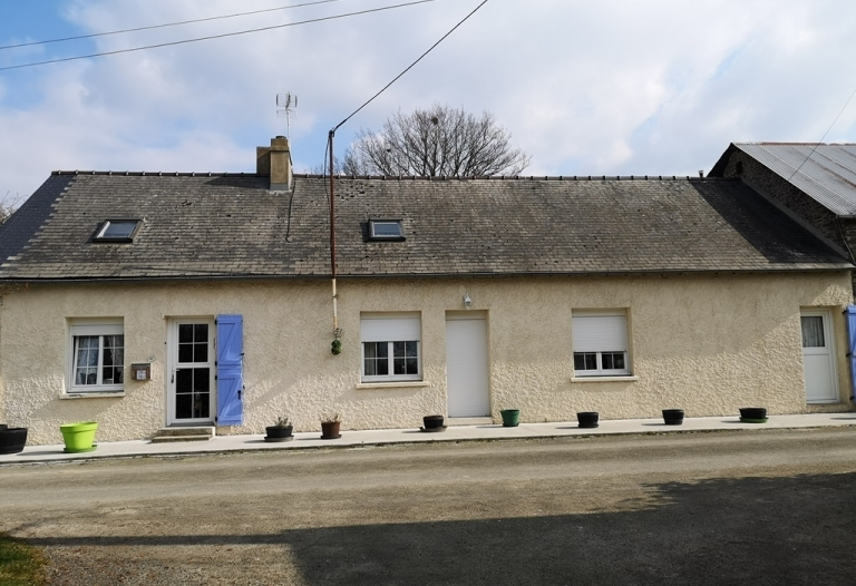 Detached 4 bedroom Eco Central Heated Longère, Fully Renovated And Recently Upgraded To a High Standard Plus Large Barn/Garage and Large Separate Hangar, Gardens and Orchard.  Total plot size 3165sqm in Calm Location.