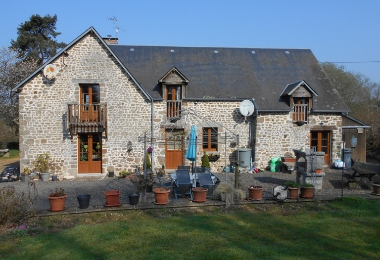 Perfect Location – No Near Neighbours But Not Isolated.  Large Stone Farmhouse, Gated Entrance, Gas C/H, Double Glazed, Garages, Workshop, Large Barn, Garden.  In A Total Plot Of 2548sqm  (over half an acre )