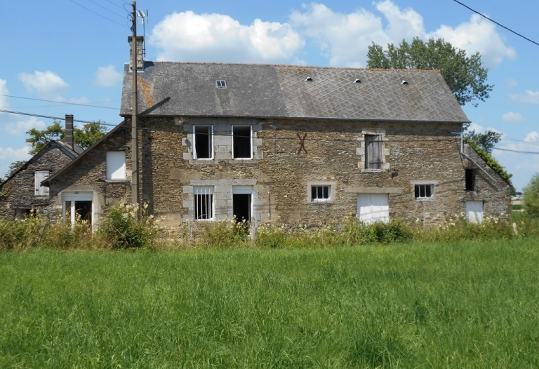 Stone Farmhouse Dating to 1840.  Fuel Central Heating and Modern Double Glazing.  This Property Requires Internal Upgrading.  Attached Stable and Level Pasture Land.  In All This Lovely Plot Measures 39241sqm (almost 10 acres).